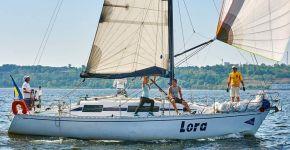 Яхта Lora