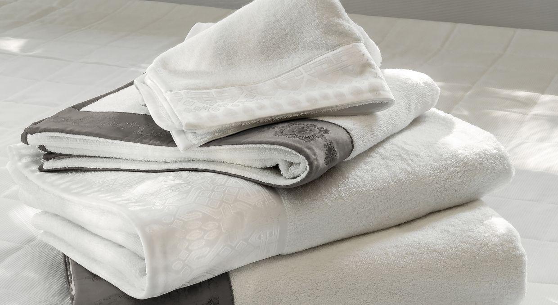 Полотенца и аксессуары
