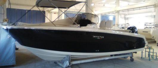 Круизный катер Invictus 240 FX